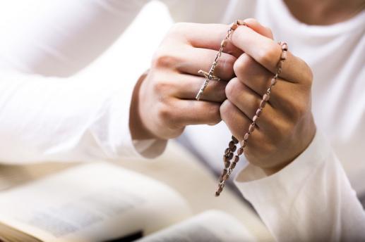 Modliła się na łokciach - foto