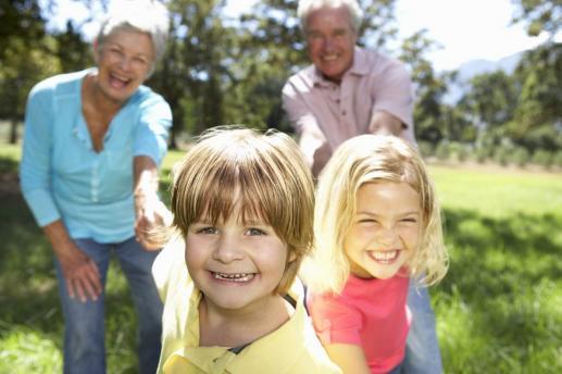 Dziadkowie: Kochają, przekazują wiarę, uczą obowiązkowości i pracowitości - foto