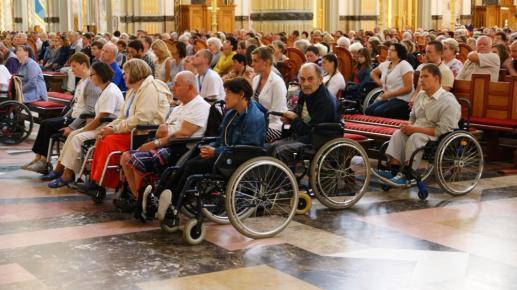 Namaszczenie chorych - spotkanie osoby chorej  z Chrystusem uzdrawiającym - foto