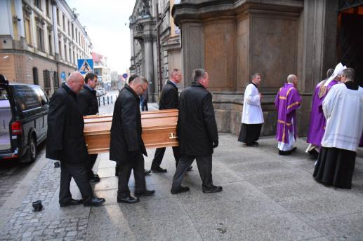 Instrukcja Liturgiczno-duszpasterska Episkopatu o pogrzebie i modlitwach za zmarłych - foto