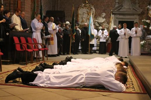 Zmodyfikowana instrukcja w sprawie posług oraz święceń udzielanych w seminariach duchownych - foto