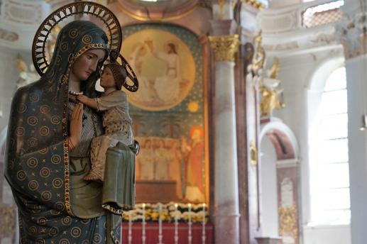 Dlaczego Kościół katolicki czci Maryję i co o tym mówi Biblia? - foto