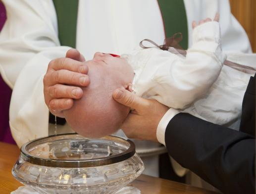 Biała szata chrzcielna - foto
