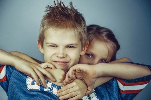 Niesforni bracia i samolubne siostry - foto
