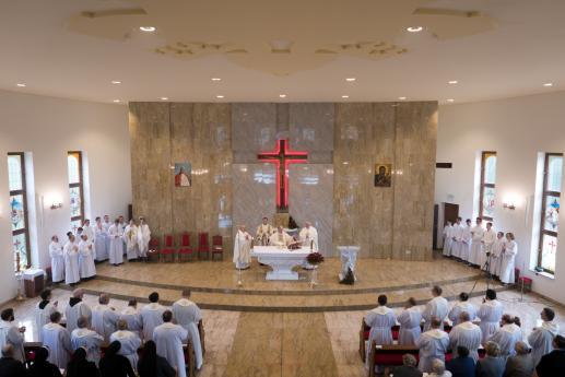 Jak patrzymy na młodych księży? - foto
