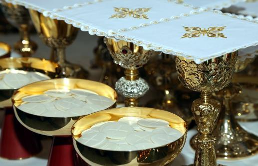 Eucharystia jest tajemnicą wielkiej bliskości i komunii każdego człowieka z Panem - foto