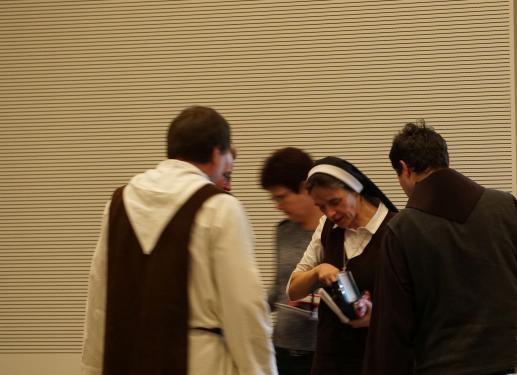 Św. Benedykt z krzyżem, księgą i pługiem w rękach - foto