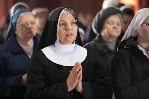 Co to znaczy zakonnica? To taka, co się zawsze modli... - foto