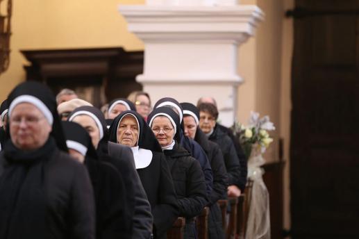 Przede wszystkim i po pierwsze: nigdy nie należy mówić do zakonnic