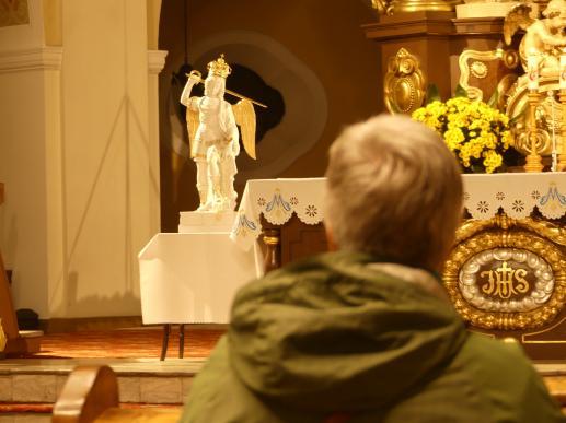 Skoncentrowanie się na Bogu w ciszy i skupieniu, to źródło wszelkiej prawdziwej mądrości... - foto