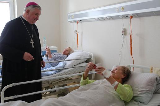 Szpital w Kościele i Kościół w szpitalu - foto